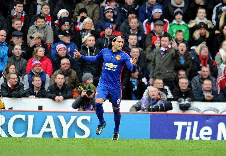 El colombiano Radamel Falcao marcó el tanto que igualó el tablero del Manchester United ante el Stoke City. (AP)