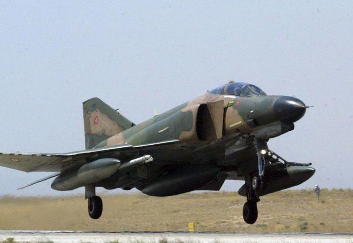 Las aeronaves siniestradas en el este de Turquía, dos F-4 como el de la imagen, son consideradas veteranas ya que están en servicio desde los años 60. (EFE/Archivo)