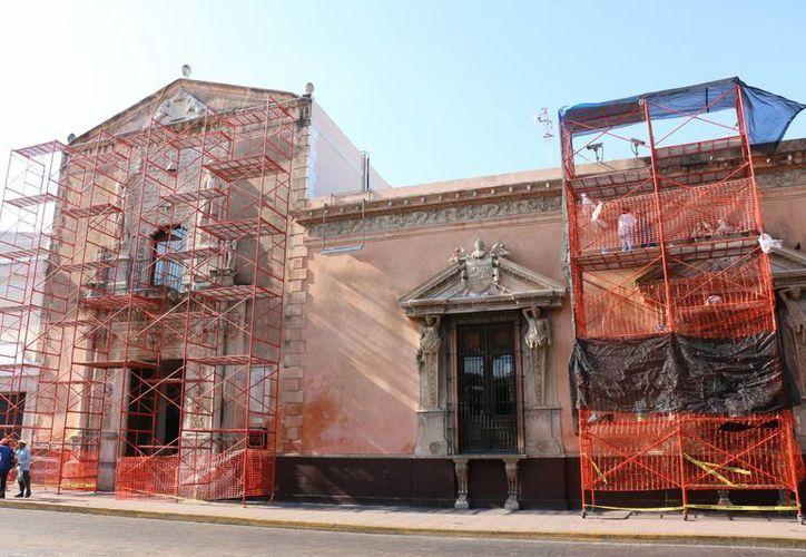 La ampliación de La Casa Azul, la fachada de la Casa de Montejo (foto); los espectáculos de luz y sonido de la Catedral y de la propia Casa de Montejo volverán a ponerse en marcha luego de la aprobación del INAH. (José Acosta/Milenio Novedades)