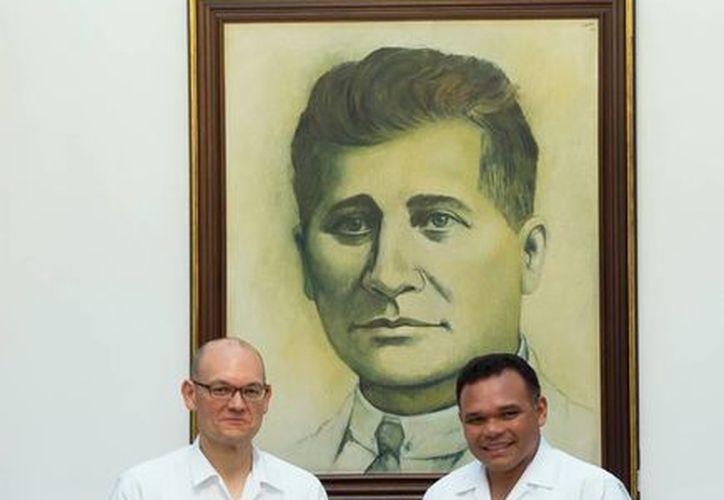 El Cónsul de EU, David Micó, se reunió con el Gobernador de Yucatán en el Salón de los Retratos de la sede del Poder Ejecutivo, en donde refrendaron su disposición para trabajar coordinadamente. (Milenio Novedades)