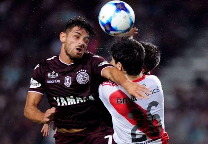 El partido comenzó a las 19:30 horas de Argentina, con el lleno acostumbrado, a pesar de la amenaza recibida horas antes del encuentro. (Contexto/ Internet)
