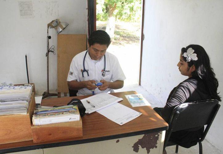 Para lograr la certificación cada comunidad debe cubrir 55 indicadores de salud: los centros de salud deben ofrecer 5 consultas al 90% de las embarazadas, entre otros. (Harold Alcocer/SIPSE)