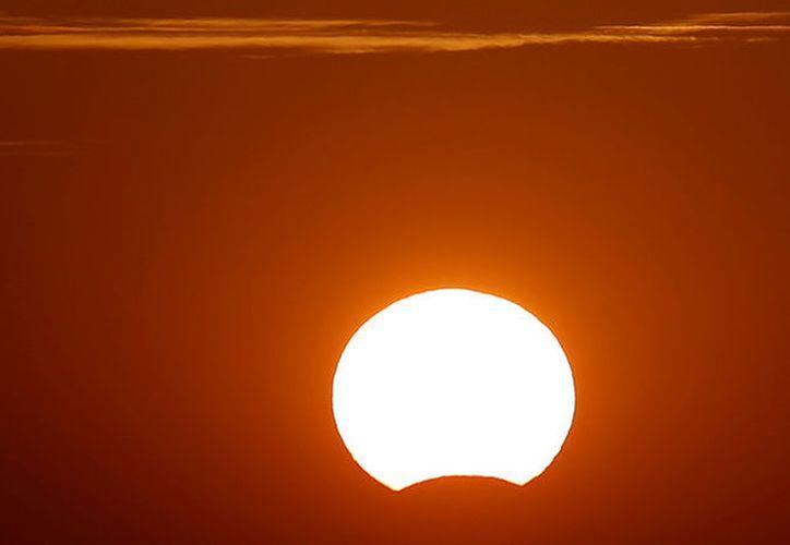 En el sur de Latinoamérica sí podrán admirar hoy el primer eclipse parcial. (Jon Nazca/Reuters)