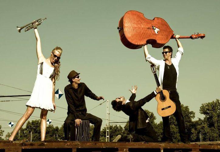 La banda Jenny and the Mexicats se presentará en Puerto Morelos en agosto. (Contexto)