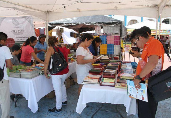 Ofrecen descuentos en útiles, uniformes, calzado, libros, accesorios, etcétera. (Sergio Orozco/SIPSE)