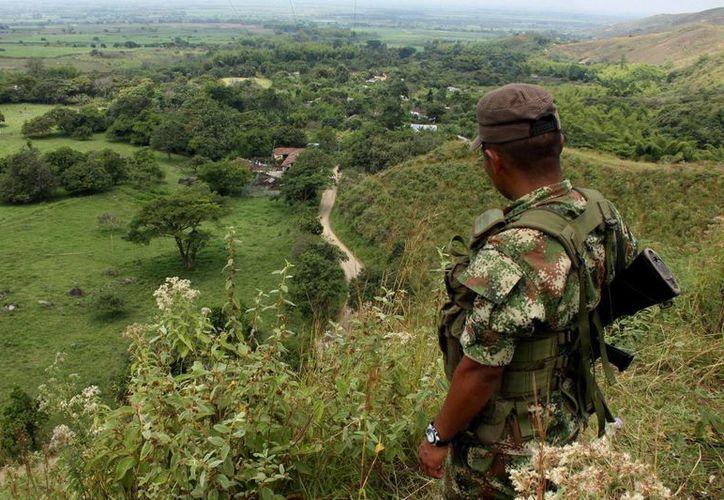 El presidente Santos decidió cancelar el alto al fuego luego de que las FARC dieran muerte a varios soldados en abril pasado. (AP)