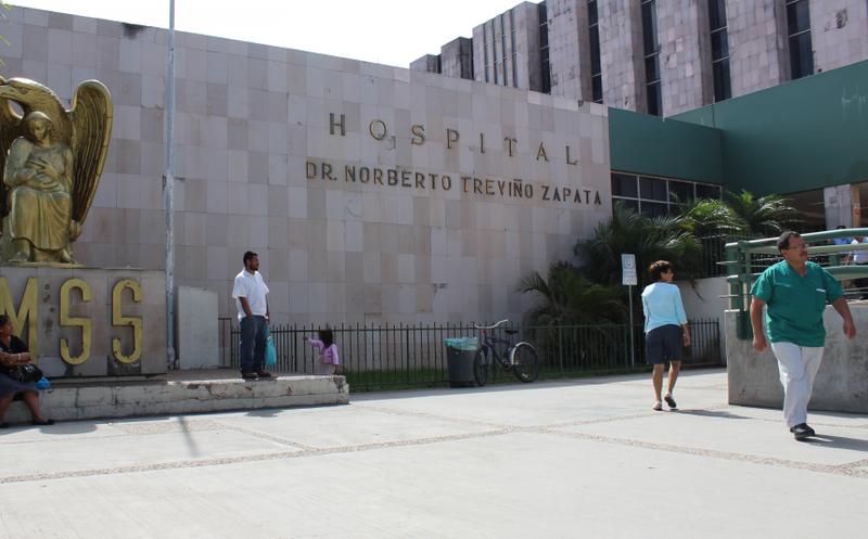 Con escopeta en mano, paciente del IMSS solicita ser atendida #VIDEO
