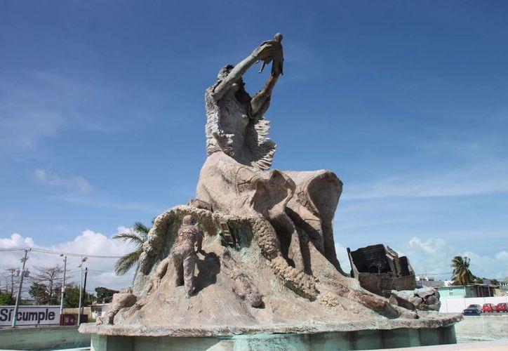 El Monumento al Renacimiento fue víctima de los denominados ladrones de patrimonio. (Harold Alcocer/SIPSE)
