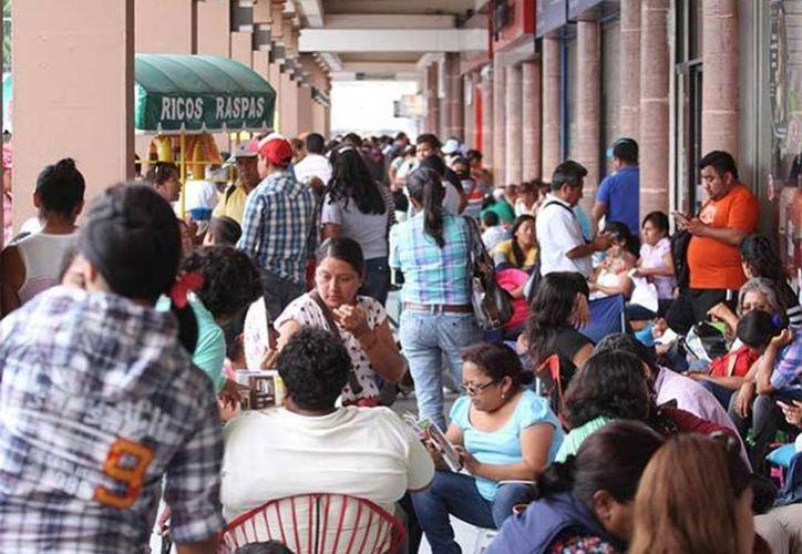 Maestros de la Sección 22 bloqueará la Cámara de Diputados  con el objetivo de impedir el acto oficial de la toma de protesta de Alejandro Murat como gobernador del estado. Imagen de contexto de un grupo de manifestantes en Oaxaca. (Excelsior)