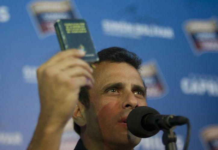 """""""Vamos Venezuela, la lucha sigue por la verdad!"""", dijo Capriles. (EFE)"""