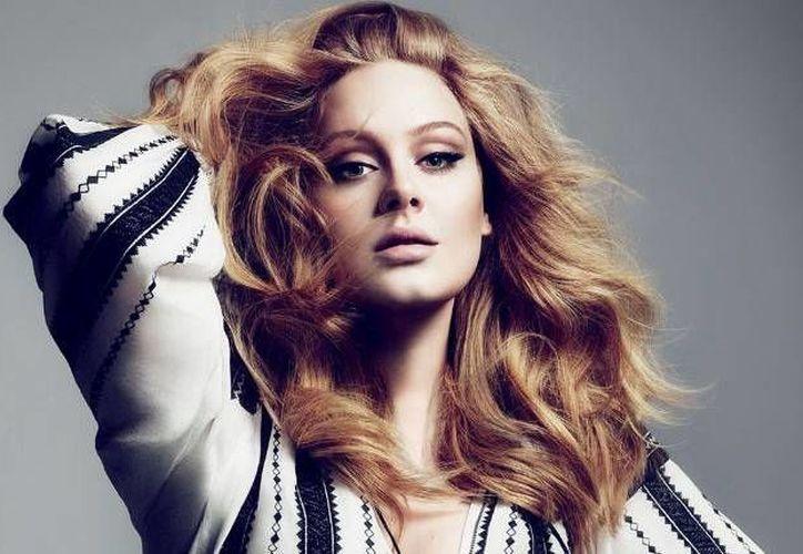 La cantante Adele podría no solamente estar estrenando imagen, sino también nuevo disco. Durante el programa 'The X Factor', donde la británica tiene participación, fue compartido un video con una canción inédita que supuestamente pertenecería a su nueva producción. (Vogue)