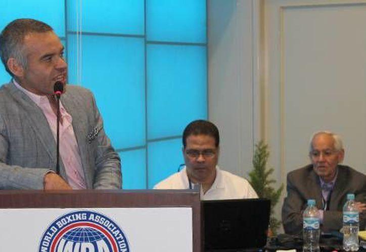 Gilberto Jesús Mendoza, vicepresidente de la AMB, duante la 92 Convención Anual del AMB que se realizó en Lima, Perú, en 2013. (wbanews.com)