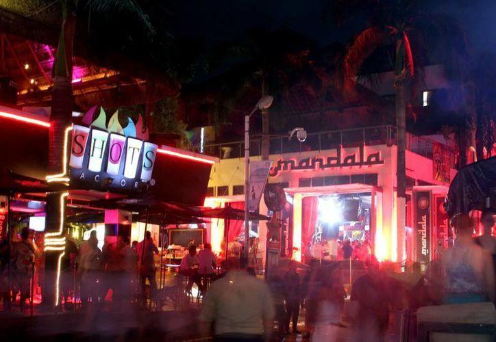 Hasta la semana pasada, el promedio de operación en los bares y discotecas estuvo entre 40 y 45%; prevén para fin de mes un 80%. (Adrián Monroy/SIPSE)