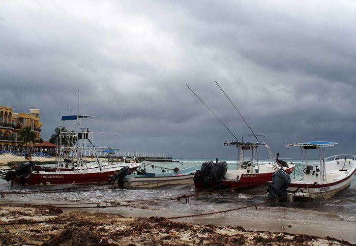 Debido al Frente Frío 35 ayer se cerró el puerto a la navegación. (Octavio Martínez/SIPSE)