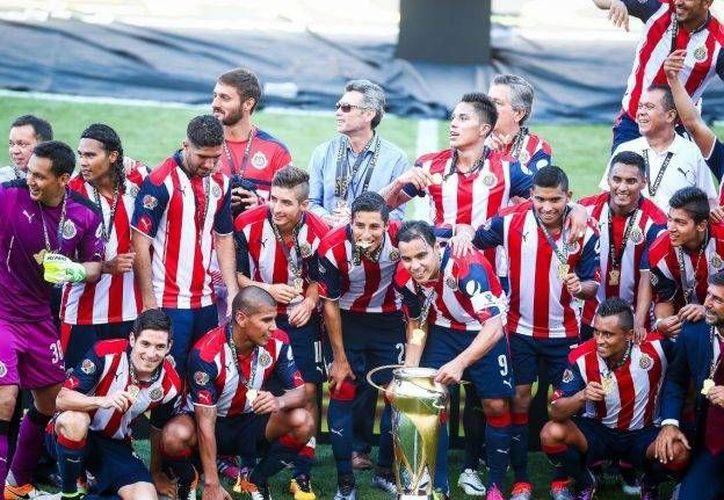 Las Chivas son campeonas de la Supercopa MX, torneo que se disputan los dos campeones recientes de la Copa MX. (Mexsport/ Facebook)
