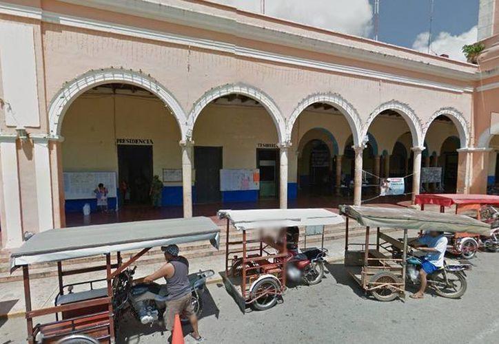 La protesta en contra del Ayuntamiento de Halachó detuvo la medida que obligaba a conductores de motocicletas a utilizar casco para poder transitar. (Google Maps)