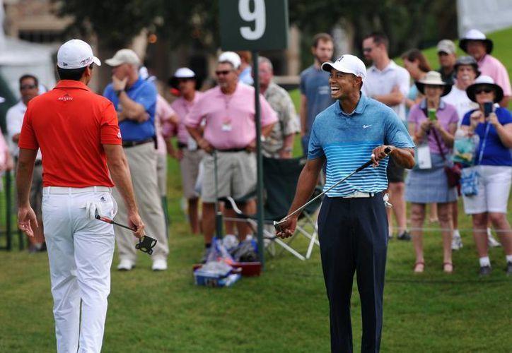 Tiger Woods, quien por ahora compite en  The Players Championship dice que no ha dormido en varios días debido a que terminó la relación con su novia y a que se cumple un aniversario de muerte de su padre. (Foto: AP)