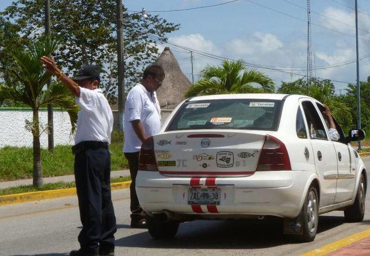 Para las verificaciones se cuenta con el apoyo de la Policía Municipal. (Raúl Balam/SIPSE)