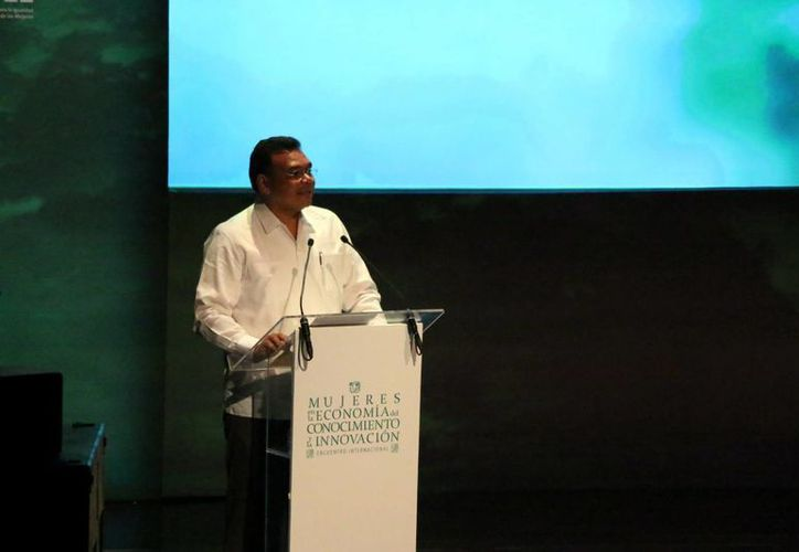 El gobernador Rolando Zapata estará este martes en mesas paneles del Encuentro Internacional Digital 'Mujeres en la economía del conocimiento y la innovación'. (Foto de contexto: José Acosta/SIPSE)