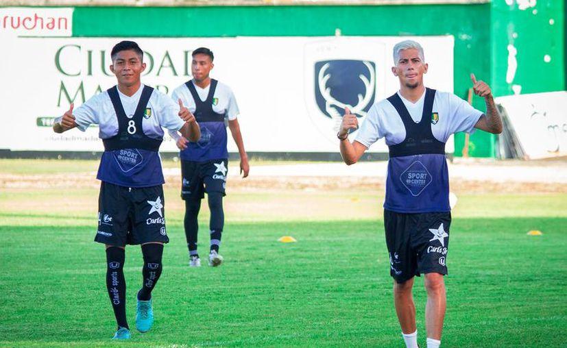 Jugadores siguen las medidas de sana distancia. (facebook.com/VenadosFCYucatan)