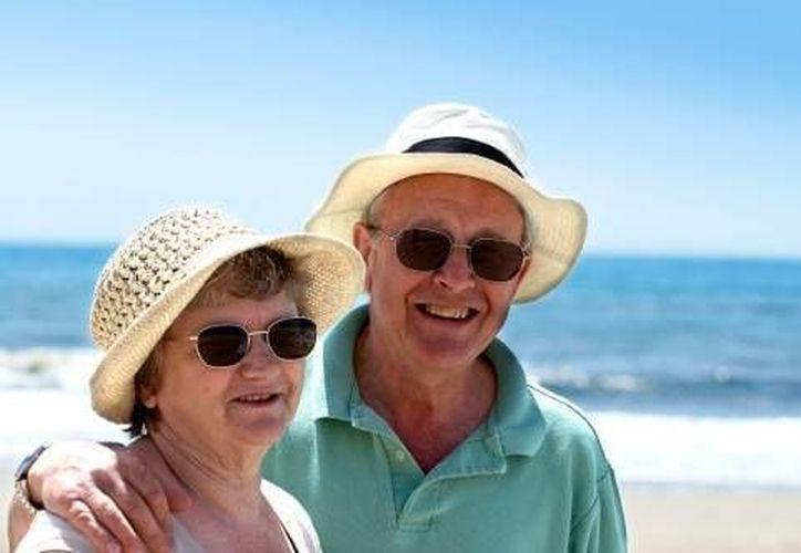 Los adultos de la tercera edad representan un mercado importante que es desatendido por algunos hoteles de Cancún. (Archivo/SIPSE)
