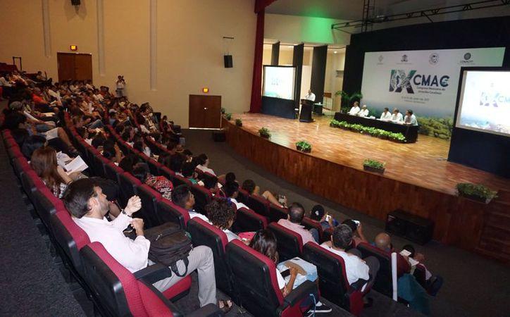 Ayer se presentaron dos conferencias magistrales y se realizaron 23 ponencias orales en tres sesiones. (Joel Zamora/SIPSE)