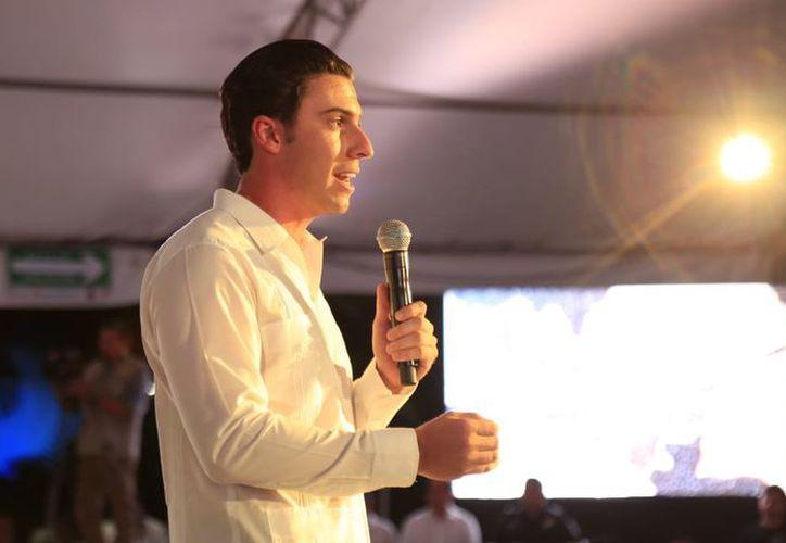 Remberto Estrada Barba ofreció a los cancunenses su último informe de gobierno municipal. (Jesús Tijerina/SIPSE)