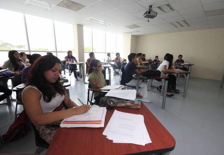 De acuerdo con las estadísticas de la SEP, en Quintana Roo alrededor de 51 mil personas estudian en algún plantel privado. (Harold Alcocer/SIPSE)