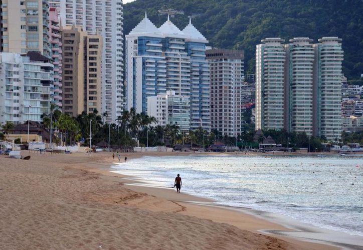 Pareciera que los huracanes Ingrid y Manuel jamás golpearon Acapulco porque a pesar de los daños causados en septiembre en esta entidad, la ocupación hotelera de fin de año fue superior al 98%. (Notimex)