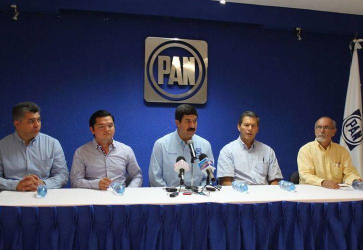 Javier Corral Jurado (al micrófono) estuvo de vista en Yucatán como parte de su campaña para la presidencia nacional del partido. (César González/SIPSE)