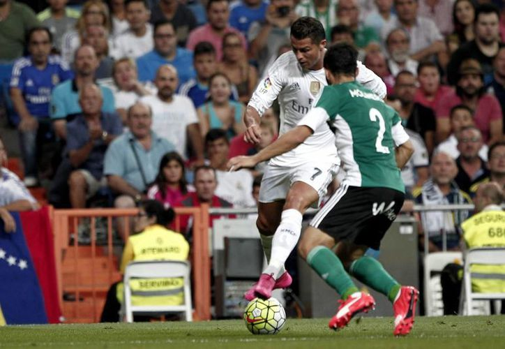 Cristiano Ronaldo estuvo muy activo, pero no anotó ninguno de los 5 goles de Real Madrid ante Betis. Los anotadores fueron Gareth Bale (2), James Rodríguez (2) y Karim Benzema. (Foto: AP)