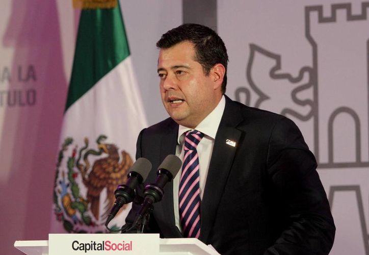 El secretario de Desarrollo Social, José Ramón Amieva, aseguró que los 154 programas sociales que hay en la ciudad están en evaluación para determinar su continuidad. (Notimex)
