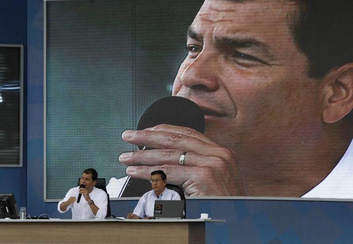 """Correa señaló que el problema ya no es el espionaje de EU a sus ciudadanos y otros países: """"sino Snowden y los países que han recibido la solicitud de asilo. Ahora nosotros somos los espías"""". (Agencias)"""