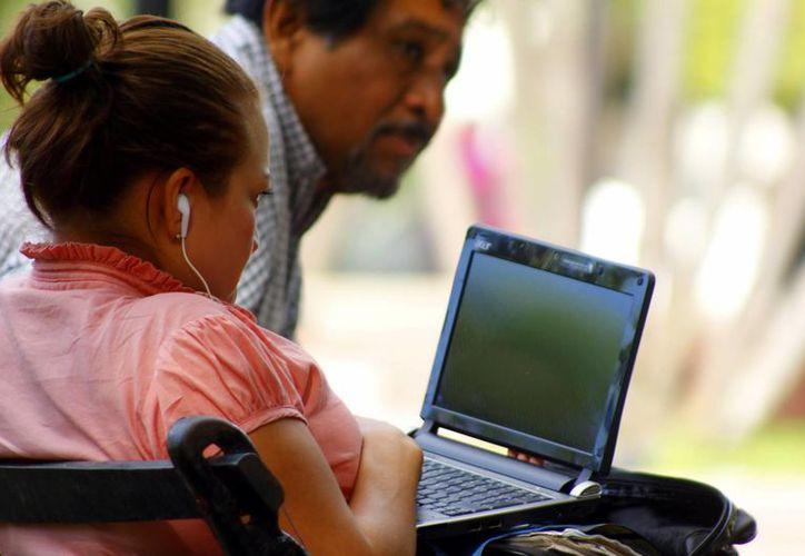 Los migrantes digitales, es decir, personas que suelen tener más de 35 años, son víctimas frecuentes de delincuentes del ciberespacio. (SIPSE)