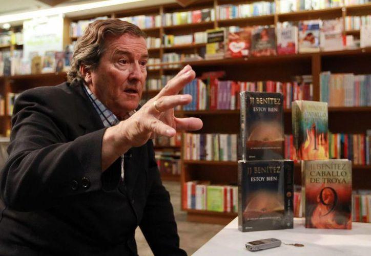 Benítez afirma que su nuevo libro Estoy bien recopila información que va de 1968 a 2012. (Notimex)