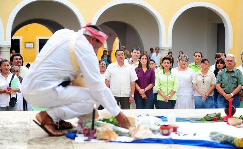El sacerdote maya durante la ceremonia de apertura del encuentro. (SIPSE)