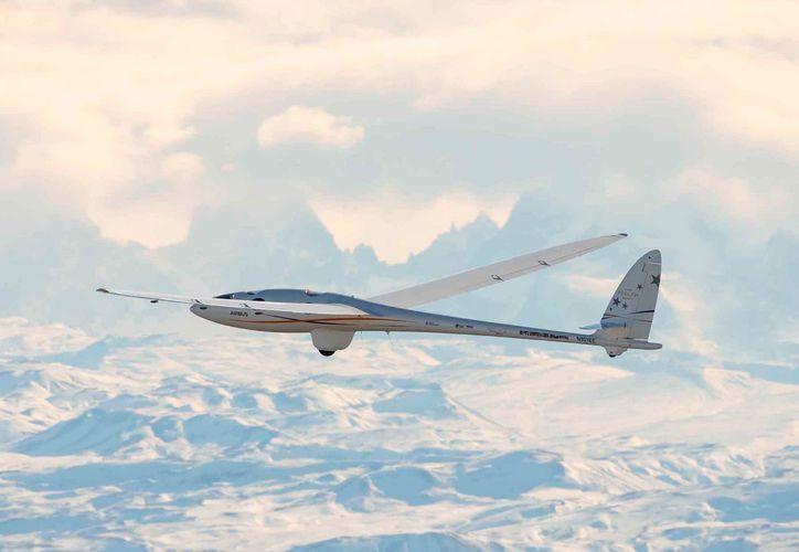 A diferencia de los aviones de investigación con motor, el Perlan 2 no contamina ni calienta el aire, lo que lo convierte en una plataforma ideal para realizar estudios atmosféricos. (Redacción/SIPSE)