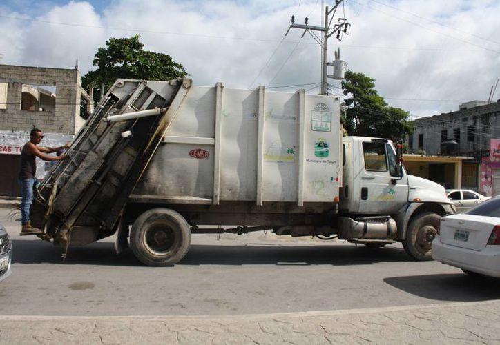 Los seis camiones con los que se cuenta aún no son sufiencientes para transportar toda la basura. (Sara Cauich/SIPSE)