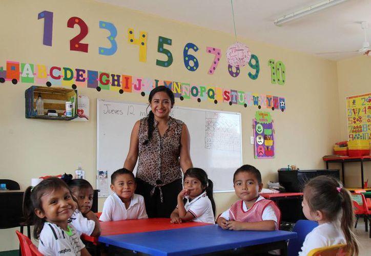 La nueva generación de docentes jóvenes comienza a ganar terreno en las escuelas de Quintana Roo. (Jesús Tijerina/SIPSE)