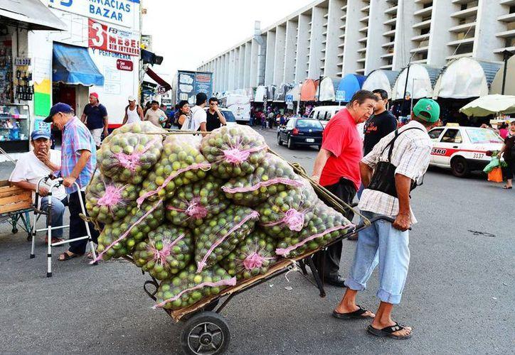 Recuerdan comerciantes cuando en el pasado el limón se cotizó en $15 por 18 kg. (Milenio Novedades)