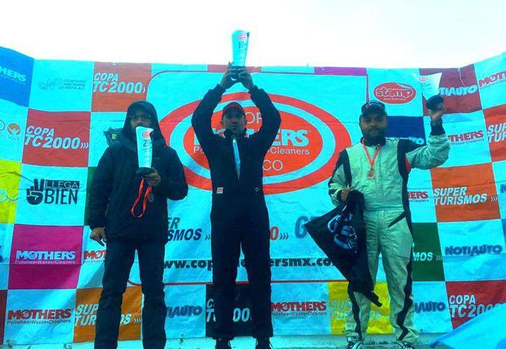 Premiación de los tres primeros lugares de la carrera. (Raúl Caballero/SIPSE)