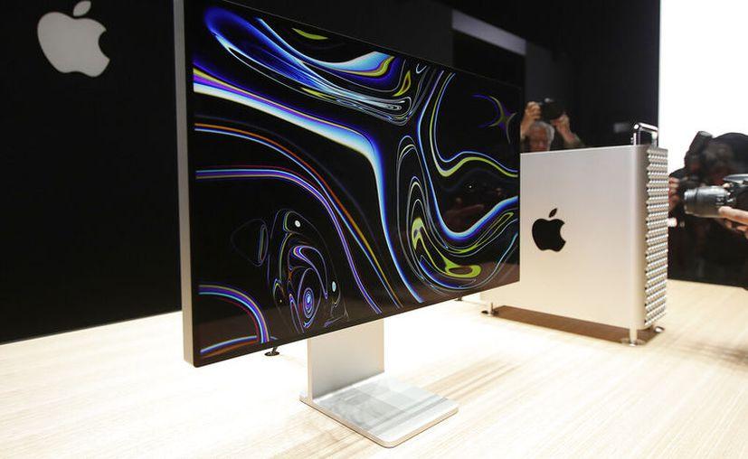 En esta fotografía de archivo del 3 de junio de 2019, un monitor de una computadora Mac Pro es exhibido en la Conferencia Mundial de Desarrolladores de Apple en San José, California. (AP Foto/Jeff Chiu, Archivo)
