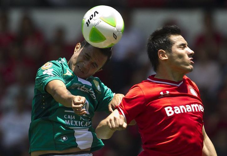 El León eliminó al Toluca por marcador de 2-0, en partido disputado el domingo en Toluca. (AP)