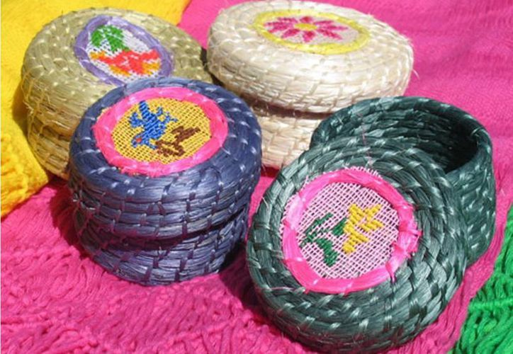 Artesanías elaboradas con fibra de henequén, un producto típico de Yucatán. (SIPSE)