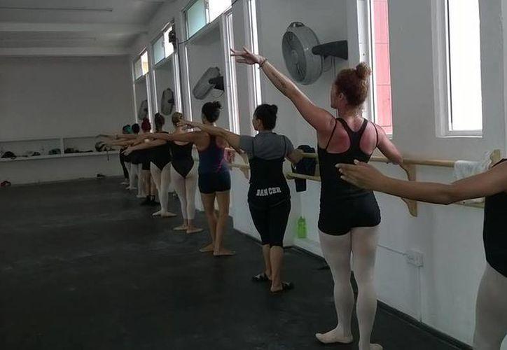 El  Curso de Entrenamiento Intensivo de Verano se imparte en el Centro Cultural de las Artes de Cancún. (Alejandra Flores/SIPSE)