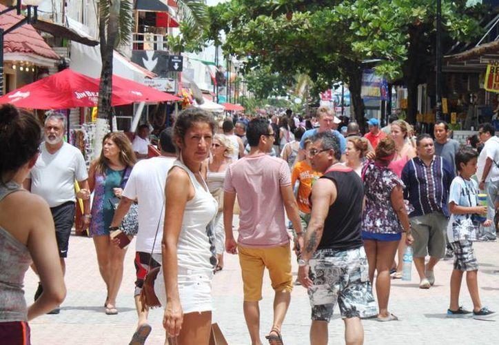La Policía Turística estima que durante los fines de semana de este mes llegarán 15 mil visitantes por día a la zona céntrica de la ciudad.  (Daniel Pacheco/SIPSE)