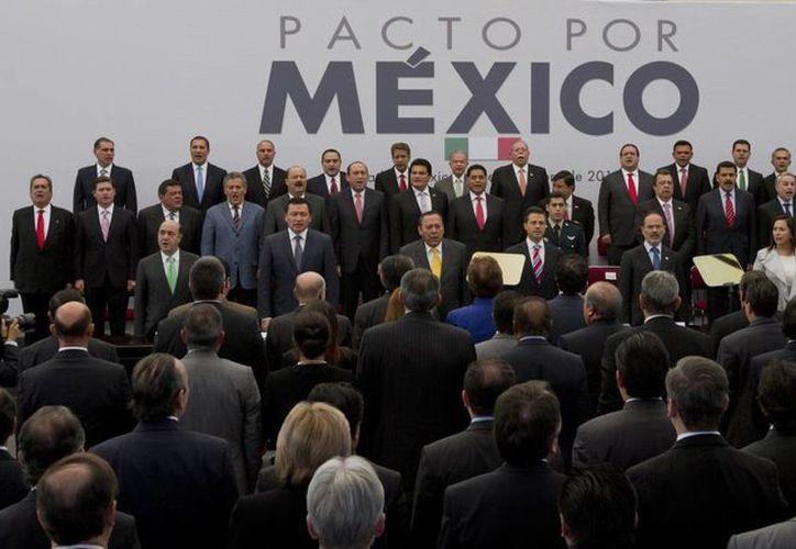 Peña Nieto y los dirigentes del PRI, PRD y PAN suscribieron el Pacto por México el 2 de diciembre. (Archivo/Notimex)