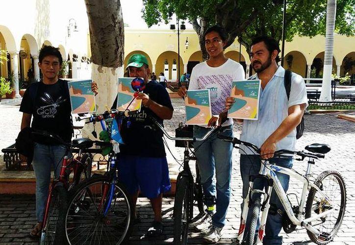 """En su """"Primer Reporte de Movilidad Ciclista, Mérida 2013"""", entregado a las autoridades estatales y municipales, los 'Ciclotuixes' piden emprender acciones a favor del ciclismo urbano. (Facebook/Cicloturixes)"""