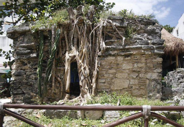 Los vestigios arqueológicos han quedado como mudos testigos de los cambios que ha tenido Playa del Carmen. (Octavio Martínez/SIPSE)
