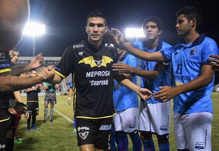 Ezequiel Orozco recibió muestras de apoyo en su último partido con los Murciélagos de Sinaloa.(Foto tomada de Facebook/Murciélagos)